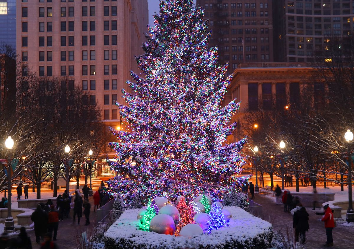 2021 Chicago Christmas Tree December 2021 Events Calendar For Chicago Walk Around The World Chicago Holiday Holiday Planning