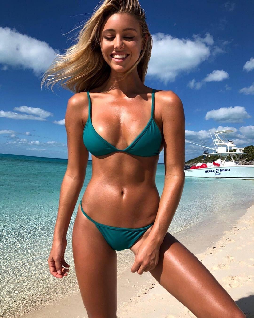 ボード bikini girls のピン