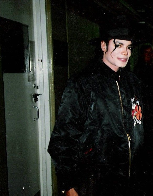 03 de junio de 1990 Michael Jackson fue admitido al Hospital de St. Johns después de quejarse de dolores en el pecho