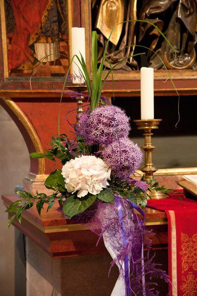 Kirchendeko mit hortensien und allium purple for Kirsche deko
