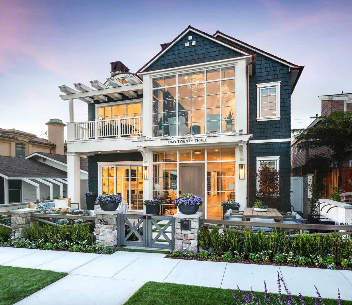 Stunning Modern Coastal Home With Inspiring Details In