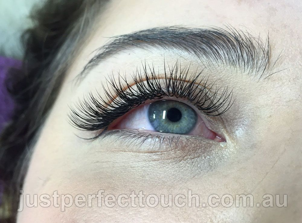 150d4da82da The Classic eyelash extensions set in Mink eyelash extensions a large range  of lengths, thickness and curls available.