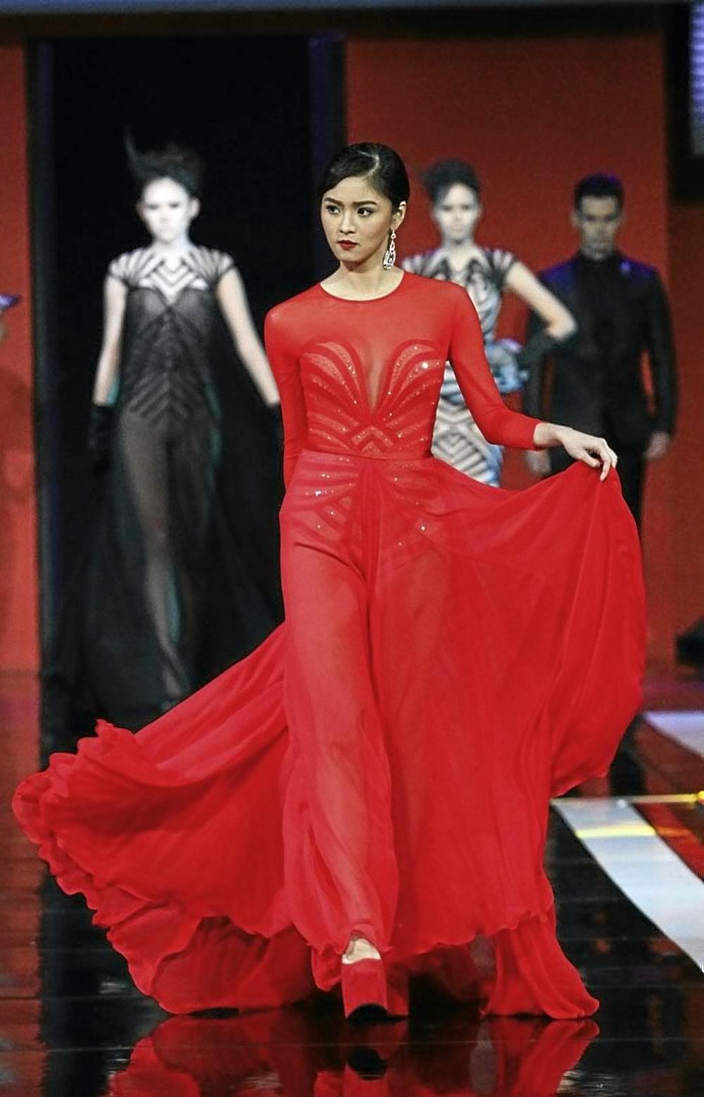 8b8d170b94 Kim Chiu in a hot red long gown. Stunning!