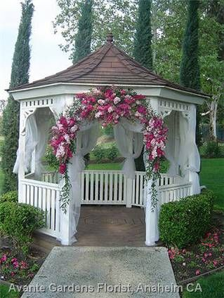Gazebo wedding flower arrangements diamond bar golf for Outdoor wedding gazebo decorating ideas