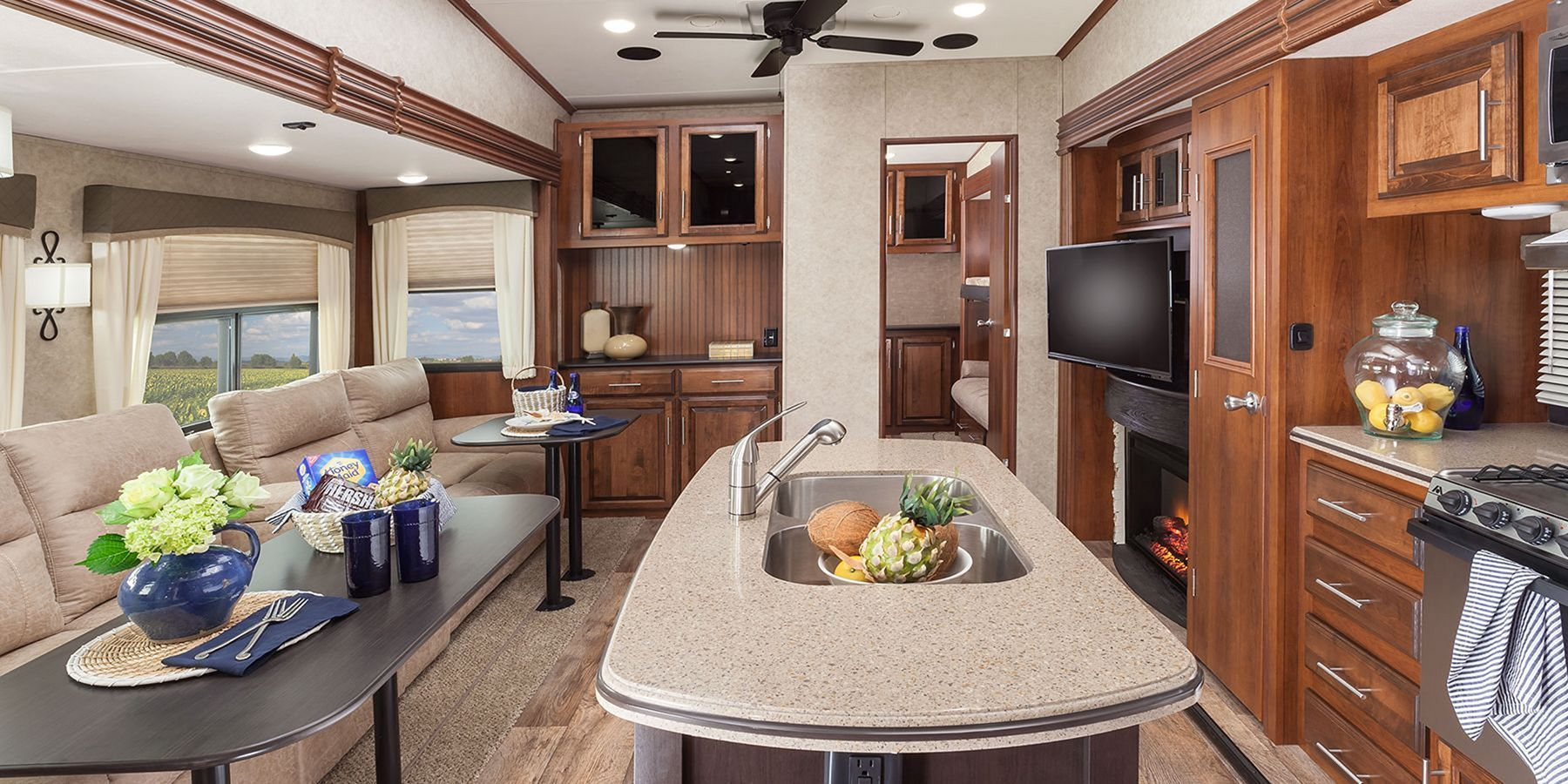 40+ Incredible RV Interior Design Ideas For You Modern RV | Rv ...