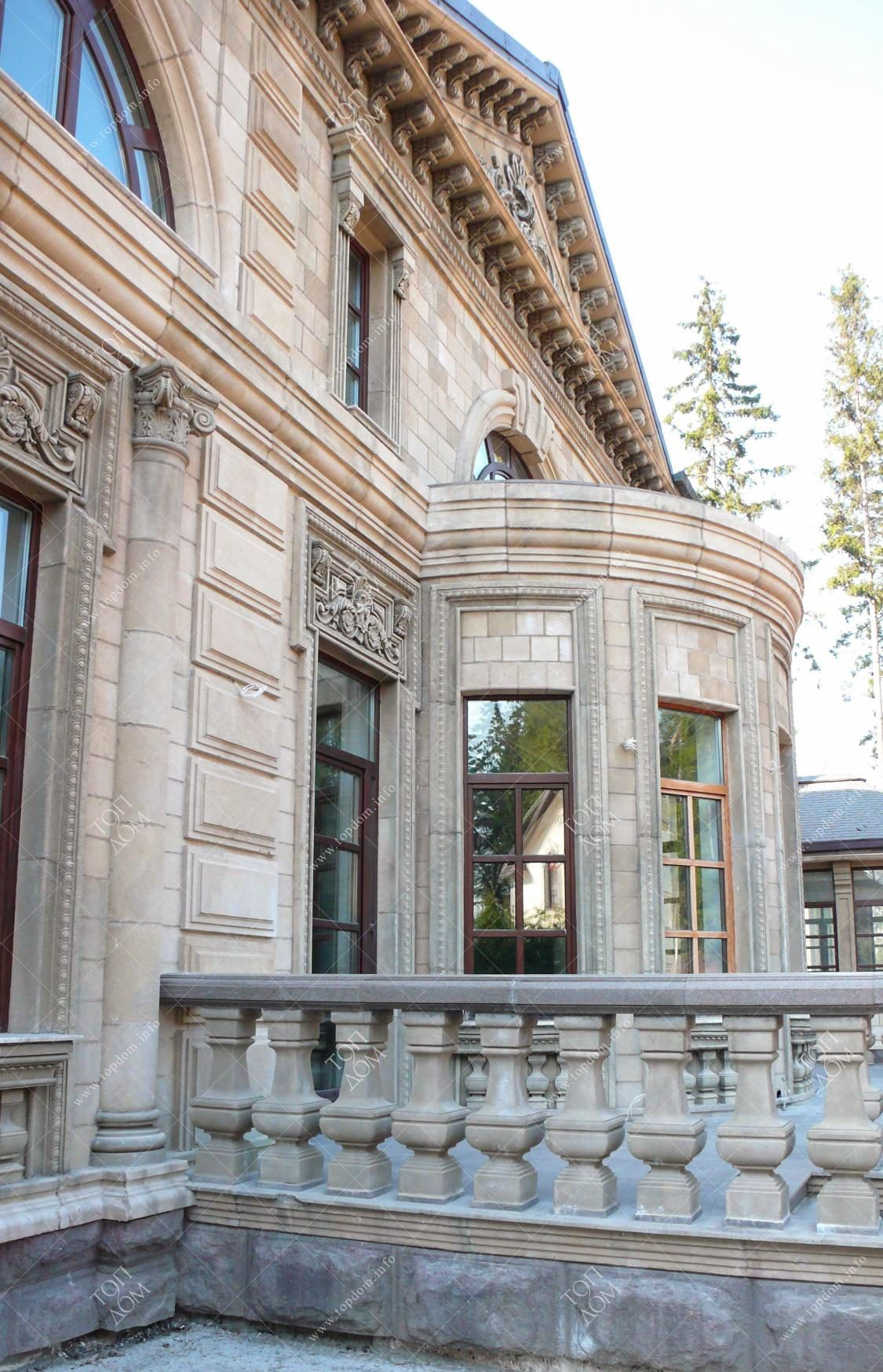 Schon Photo Of The Classic Mansion Facade. View From The Courtyard / Фотография  фасада классического особняка