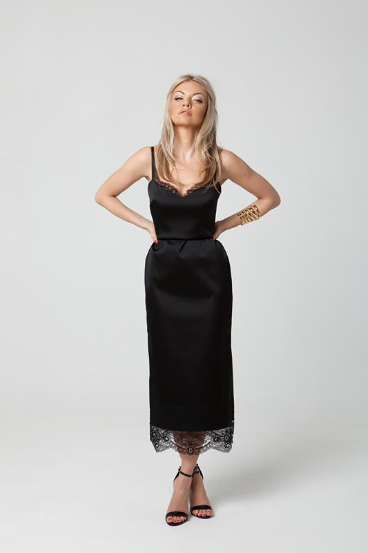 Чёрное платье-комбинация