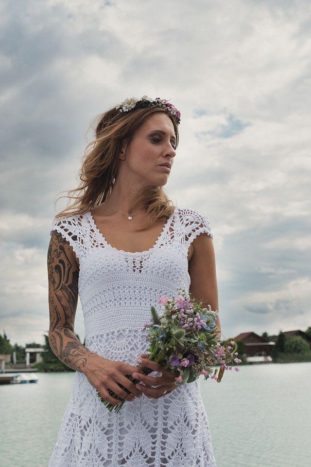 Hochzeitspicknick am See mit Boho Chic und Blumenkranz | Hochzeitsblog - The Little Wedding Corner