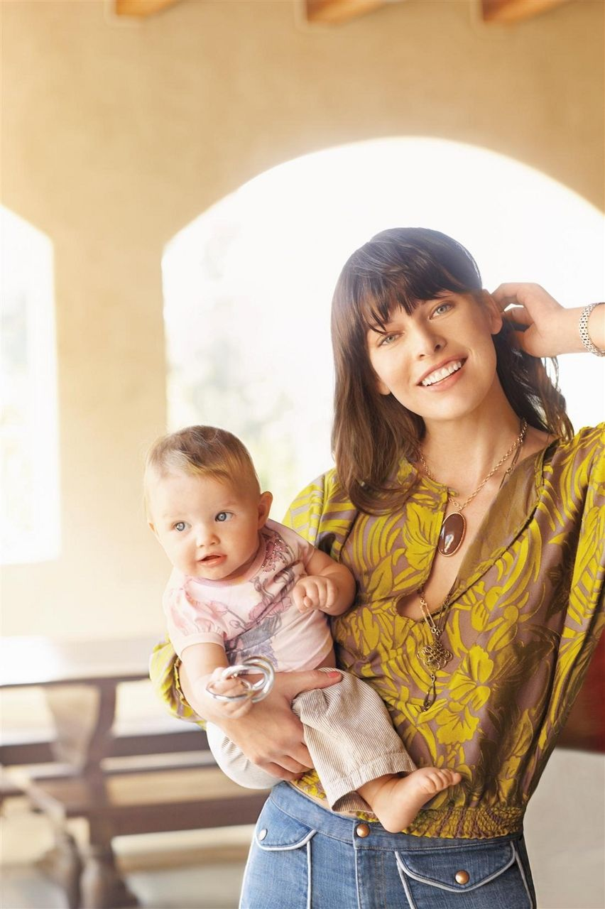 Three princesses: Milla Jovovich and her daughters fascinated the Internet 68