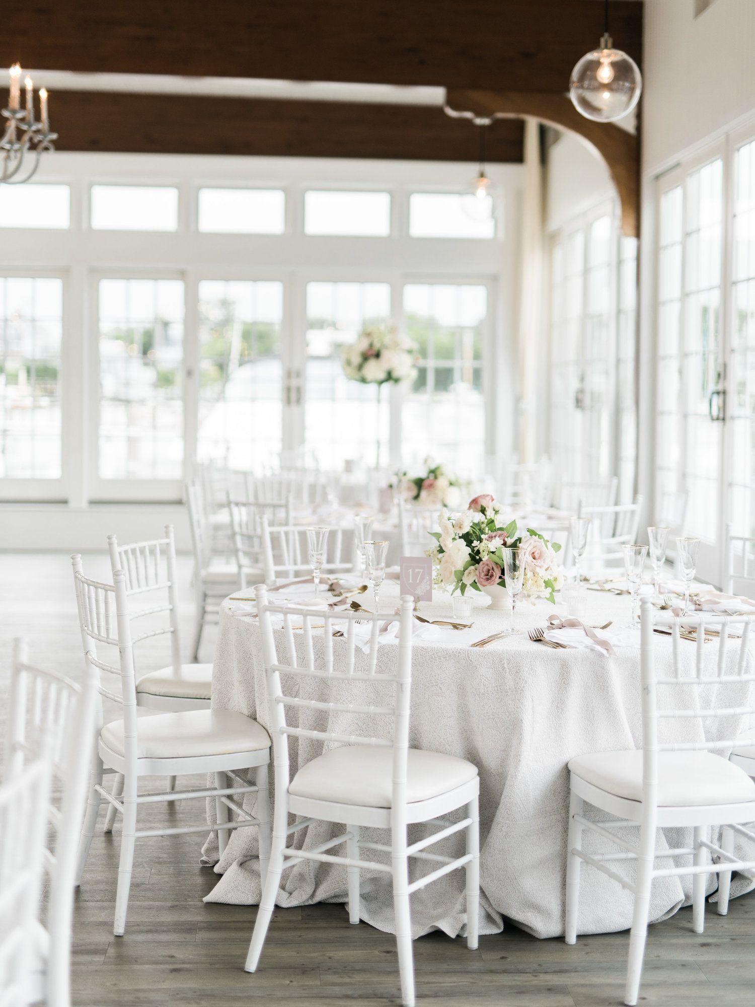 La Tavola Fine Linen Rental Beatrice Garden Smoke With Hemstitch White Napkins Photography Elizabeth L Cape Cod Wedding Wedding Event Planner White Napkins
