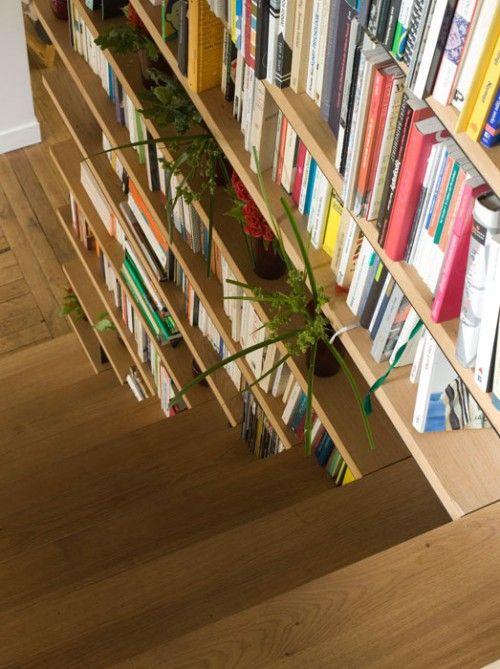 Bibliothek Im Treppenhaus Idee Praktisch Regal Holz