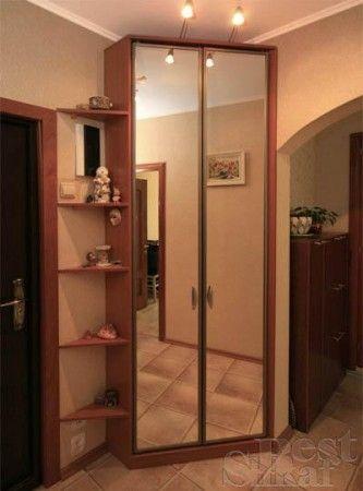 маленький угловой шкаф в прихожую пятистенкас зеркальными дверцами