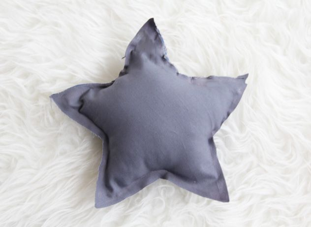 DIY No Sew Star Pillows Nursery