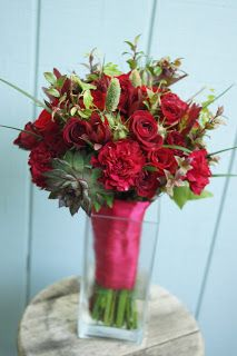 Bloom & Vine Red breakaway bouquet