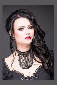 Queen of Darkness - Gothic Collier mit Ketten und Kunstperlen