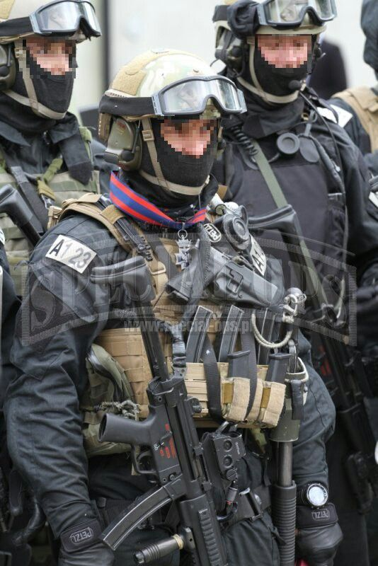 JW GROM (full name: Jednostka Wojskowa GROM) is Poland's elite counter-terrorism unit. GROM, which stands for Grupa Reagowania Operacyjno-Manewrowego.
