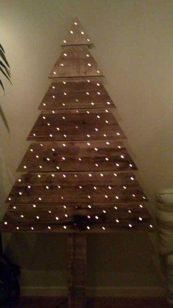 Kerstboom sloophout met gaatjes voor verlichting   Steigerhout Feestdagen   Pinterest