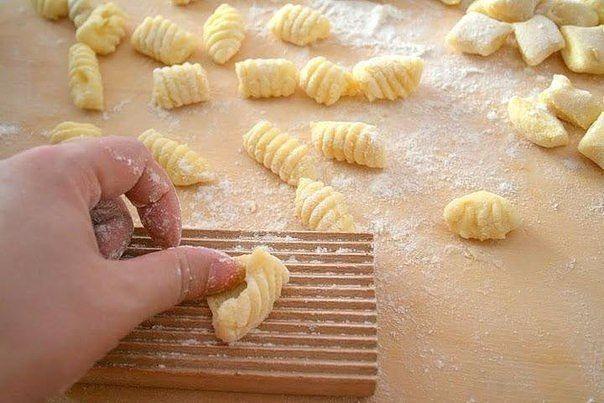 Картофельные ньокки Картофель – 1 кг.  Мука пшеничная тип «00» - 300 гр.  Яйцо – 1 шт.  Соль – по вкусу
