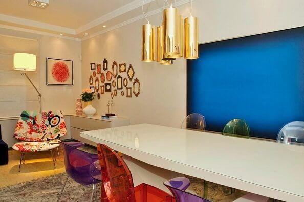 6b7b2a1b3 Quadros para sala azul em ambiente colorido Projeto de Debora Bz Brandão