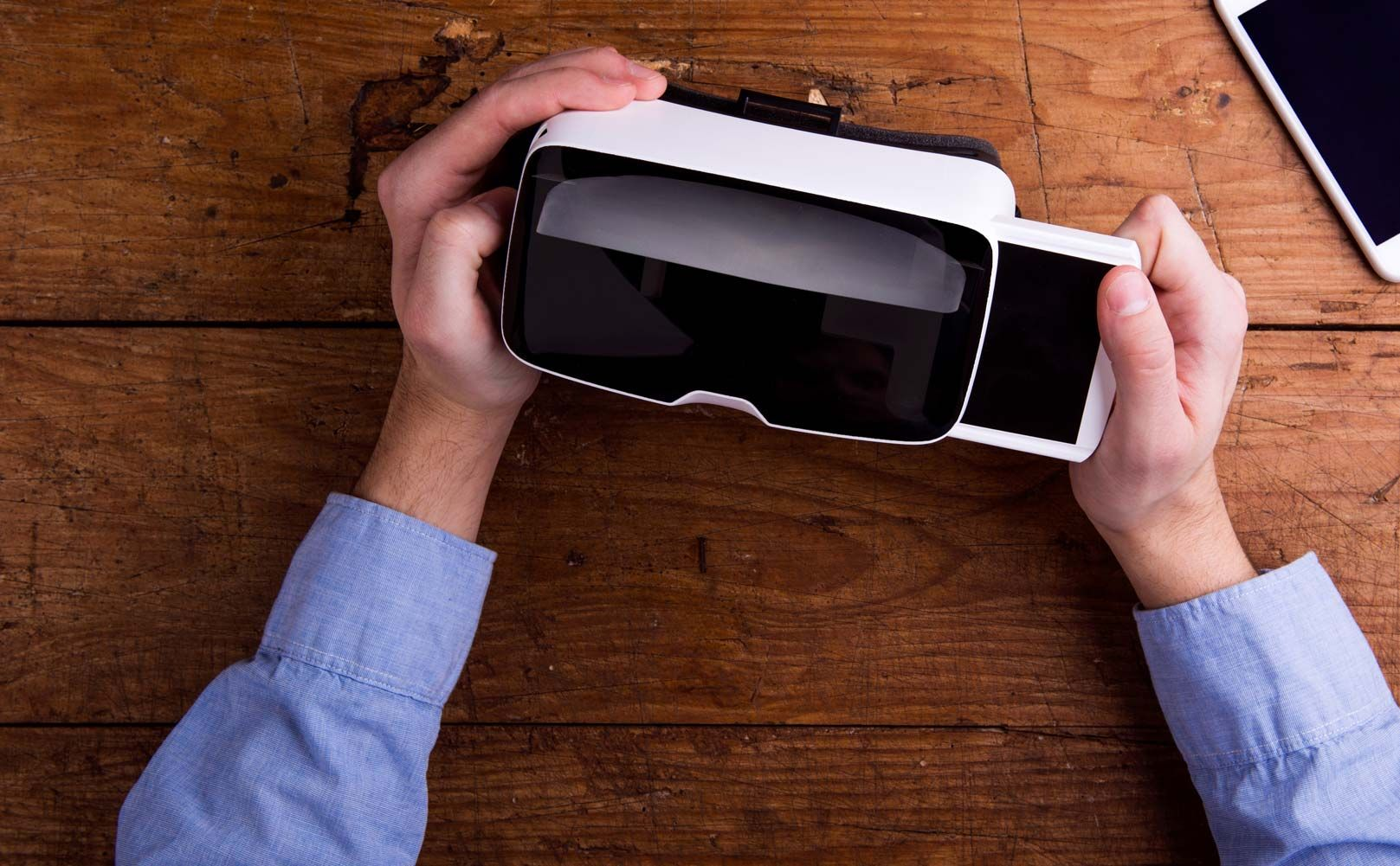 Virtual Reality Is Becoming A Viable Technology That Marketing Leaders Will Consider In Their Mix Of S Marketing Leader Virtual Reality Glasses Virtual Reality
