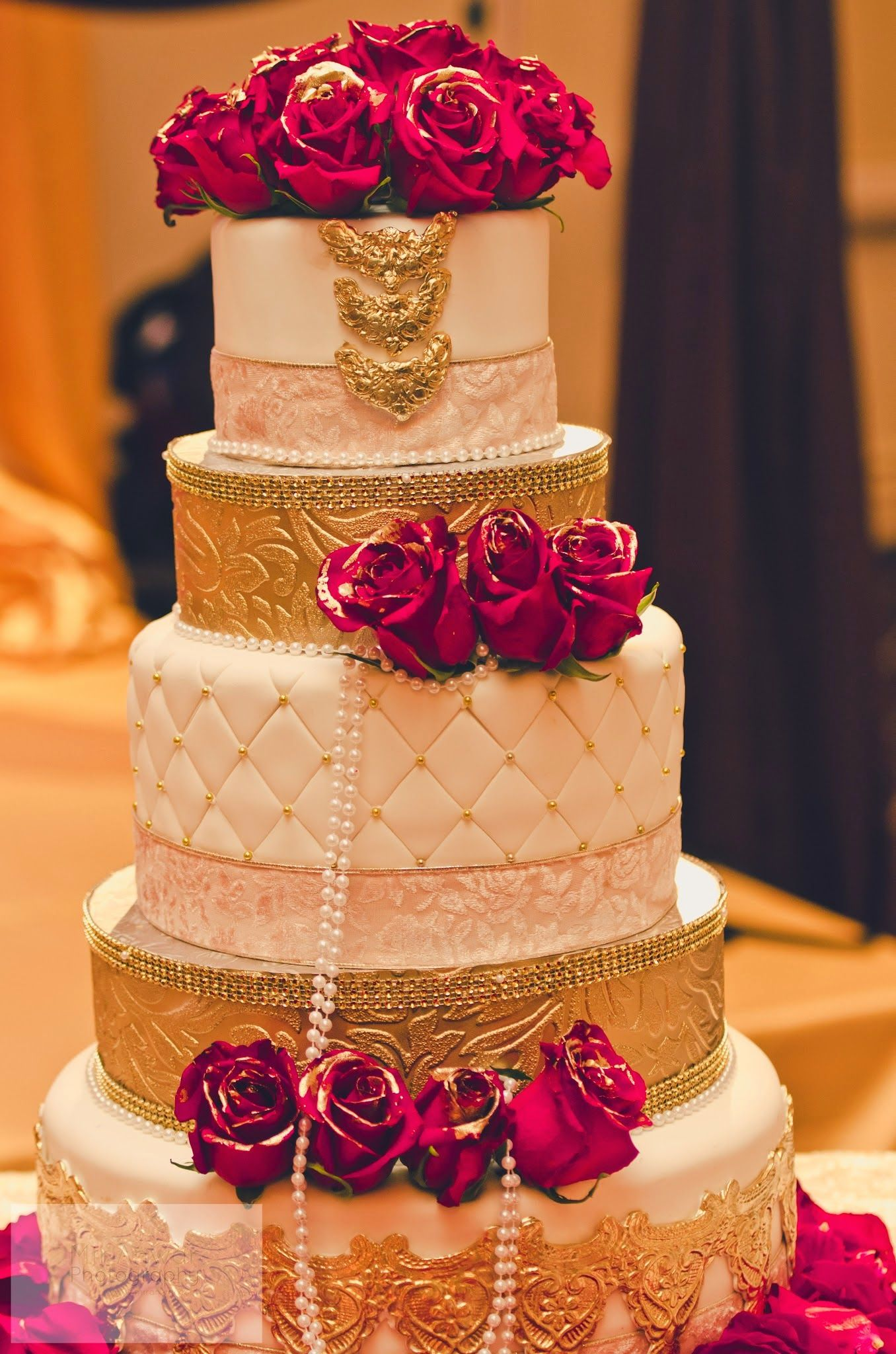 12 Places To Get Amazing Designer Wedding Cakes Indian
