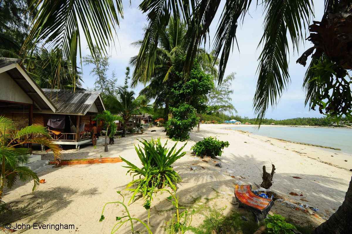 Ao Sri Thanu Beach, Koh Phangan, Thailand. Laem Son 2 Bungalows has a prime location on Sri Thanu Beach with budget bungalows in a huge area of coconut palms and casaurina trees.