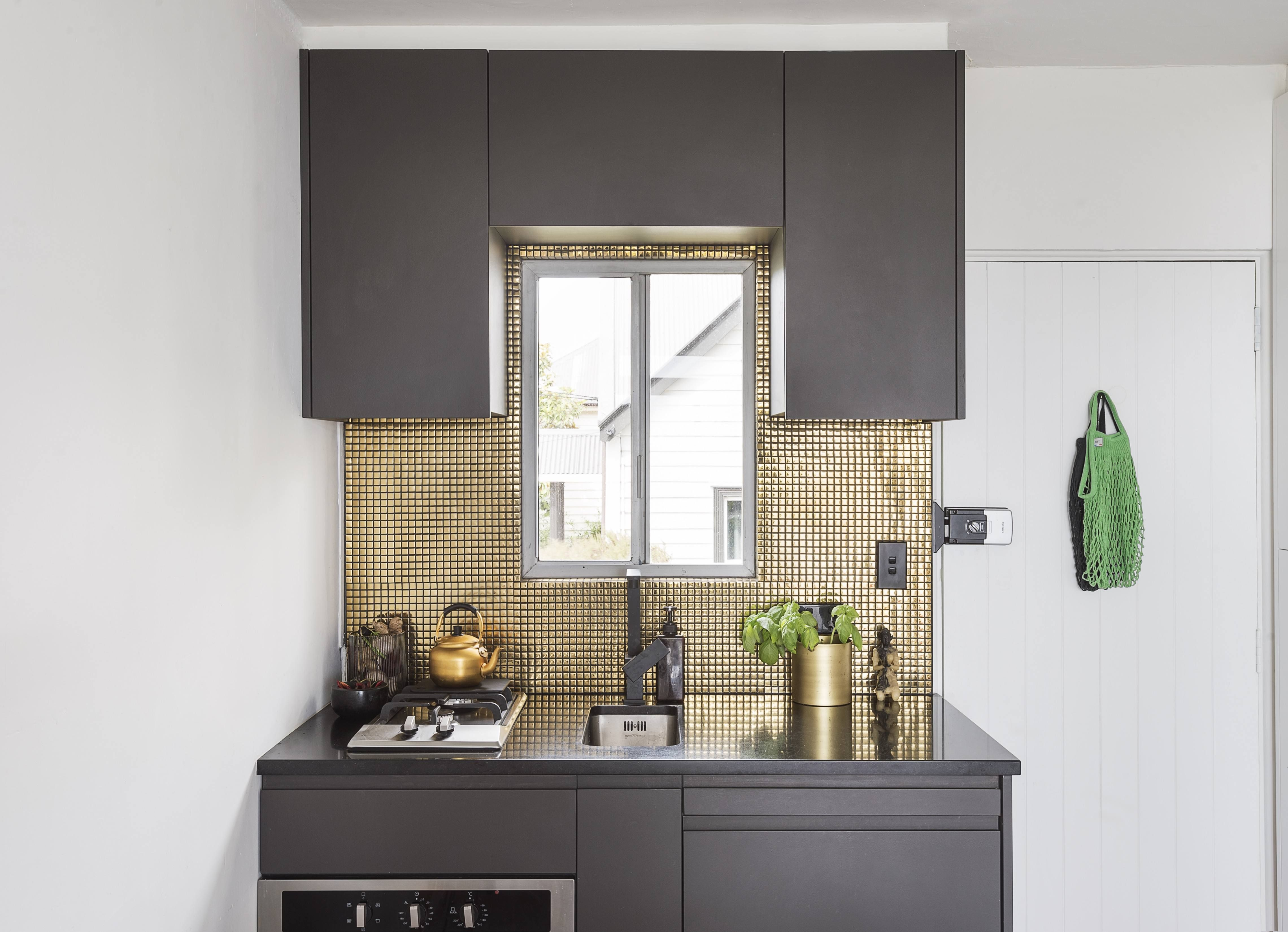 A Glamorous Studio Apartment In Auckland That Feels Like A One Bedroom Hack Edition Outdoor Kitchen Countertops Outdoor Kitchen Design Kitchen Design