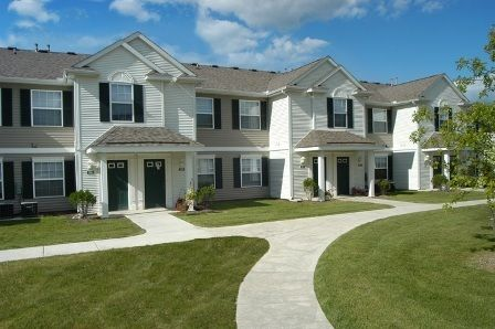 Hunt Club Affordable Apartments In Lansing Mi Found At Affordablesearch Com Affordable Apartments Apartment Affordable Housing