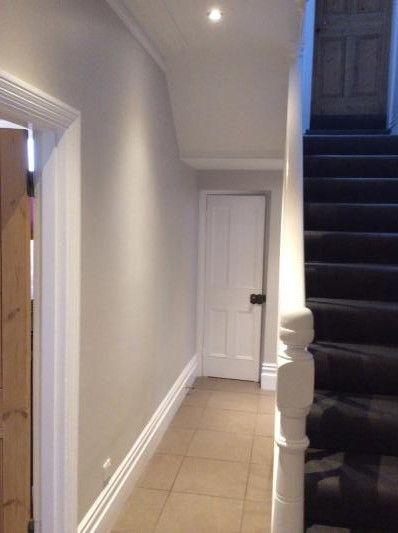 Farrow and Ball Cornforth white hallway: Farrow and Ball Cornforth white Colour study on Modern Country Style. Click through for details.. #cornforthwhitelivingroom