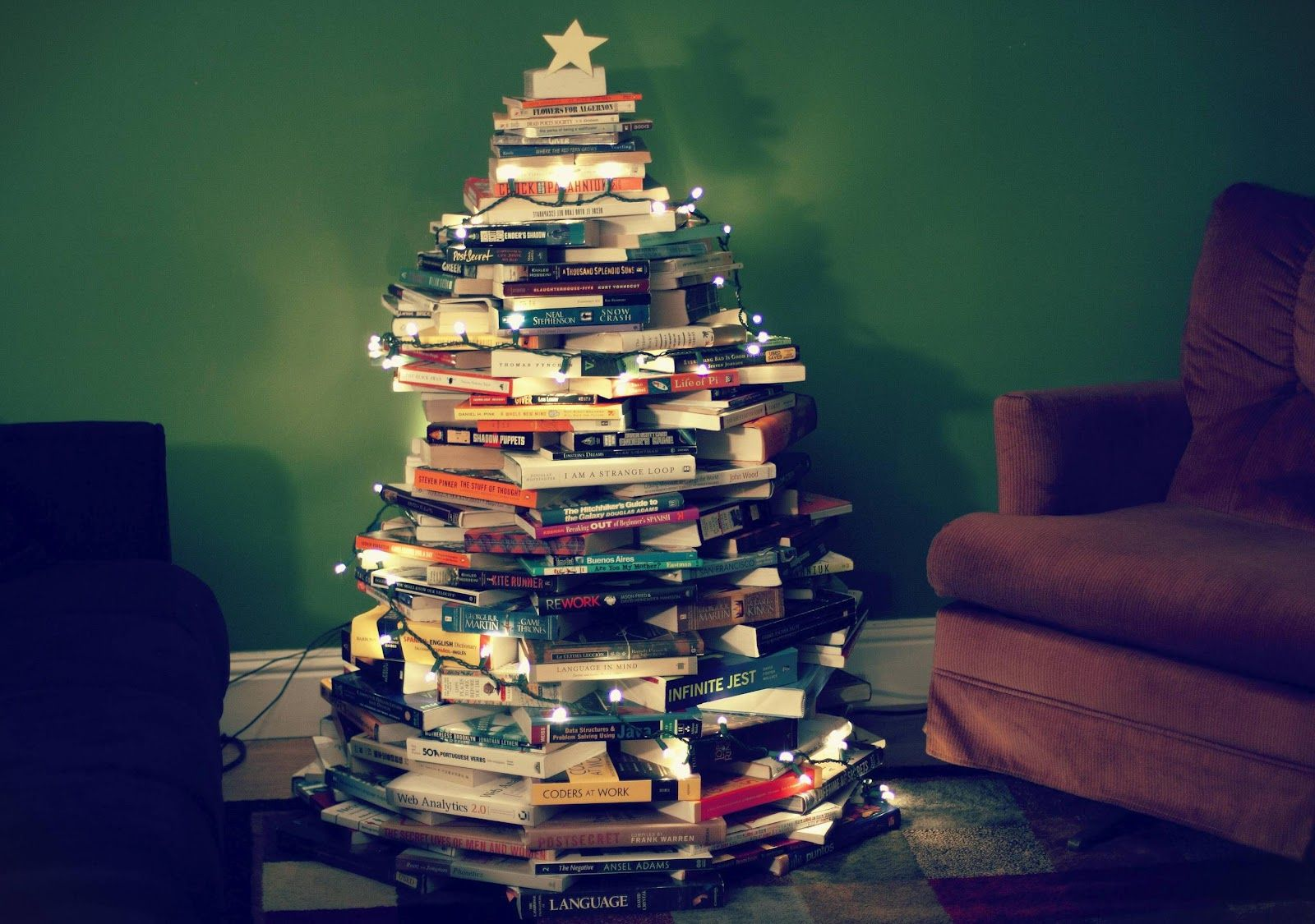My Pinterest Pictures Diy Book Christmas Tree Alternative Christmas Tree Book Christmas Tree Christmas Tree Made Of Books