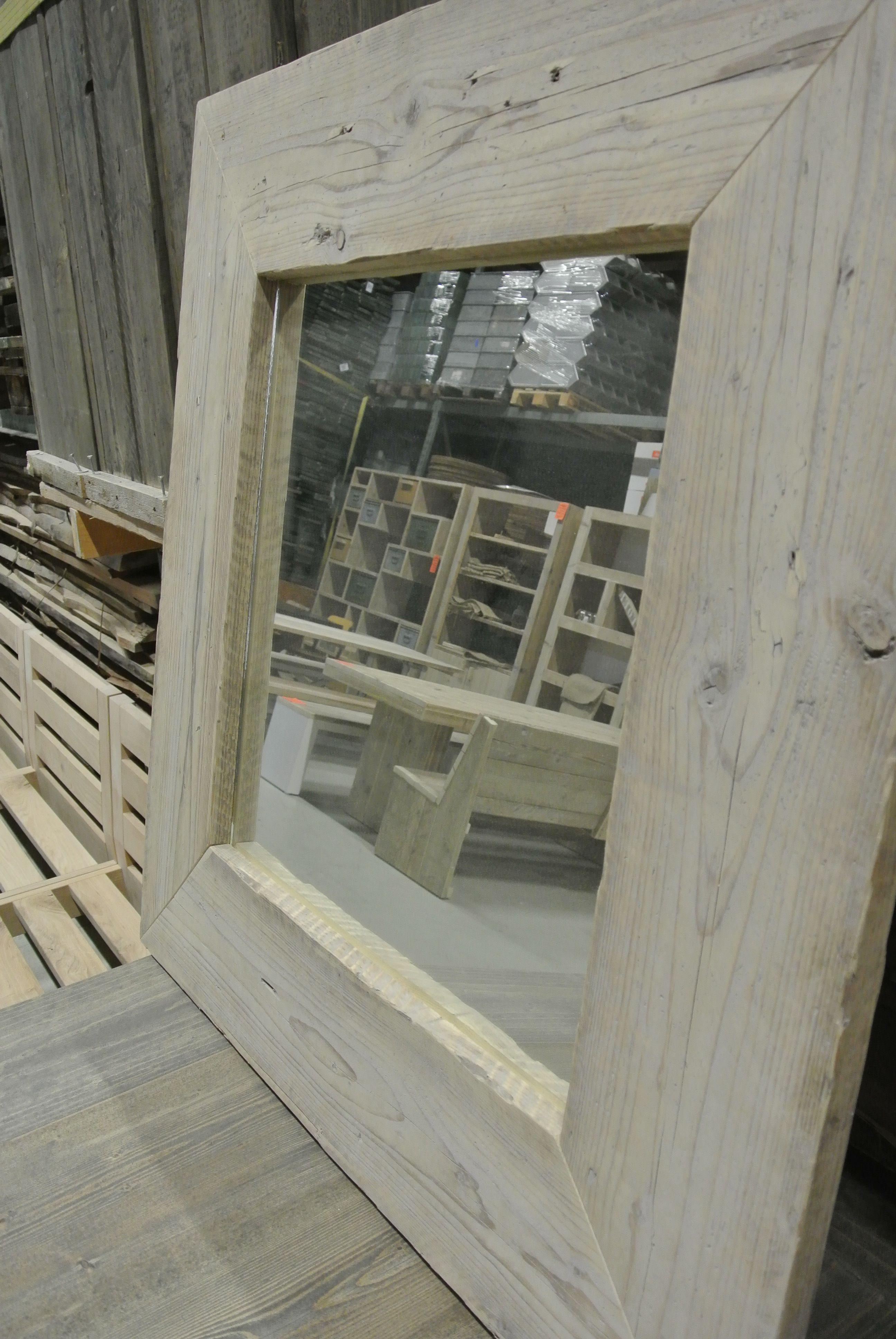Spiegels met steigerhout lijst huis pinterest for Lijst inrichting huis