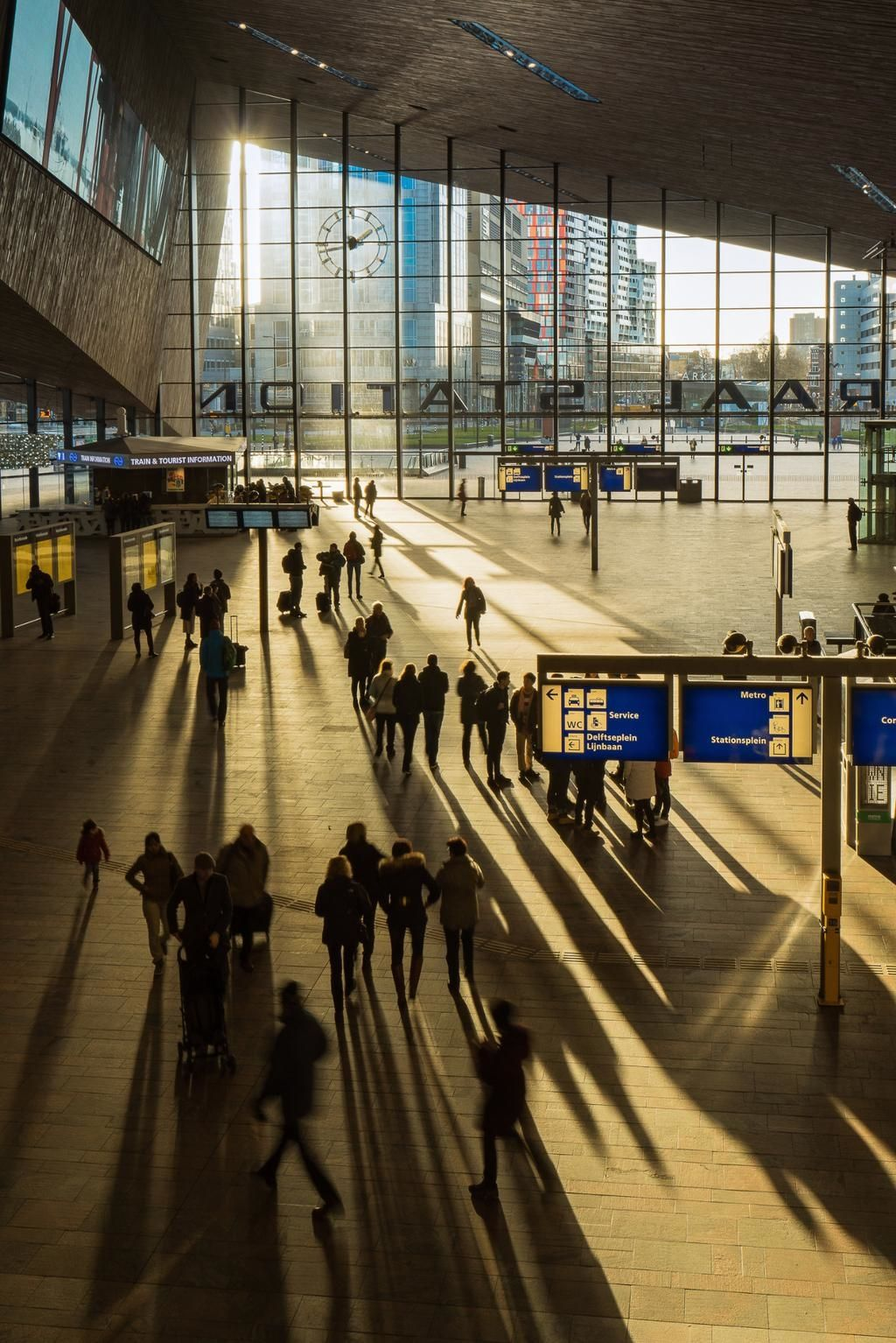 Rotterdam Central Station Photo Shot From The Stationshuiskamer Station Living Room A Good Place To Work While You Trein Station Centraal Station Rotterdam