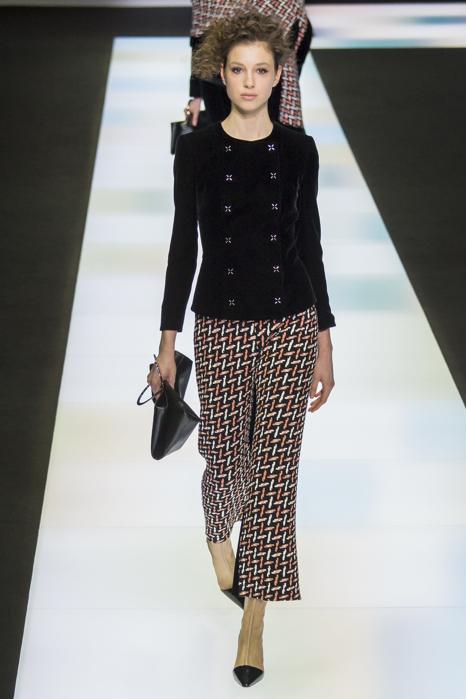15ef429ab379 Giorgio Armani Fall 2016 Ready-to-Wear Collection Photos - Vogue   GiorgioArmani  fashion  elegantly  Koshchenets