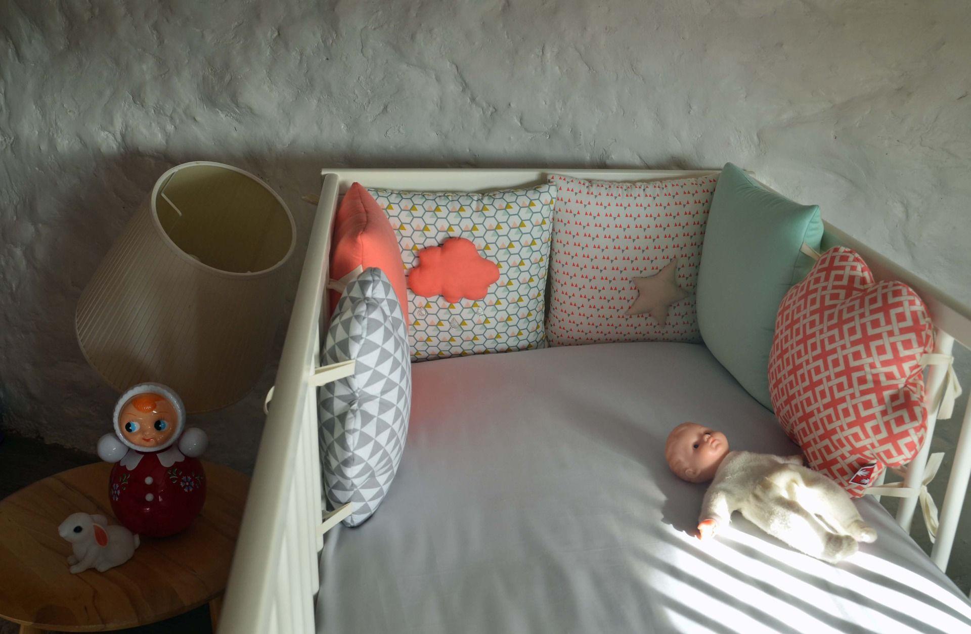 tour de lit nuage graphique collection 39 du vent dans les. Black Bedroom Furniture Sets. Home Design Ideas