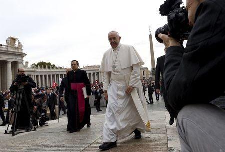 Vaticano smentisce notizia su tumore al cervello del Papa - Yahoo Notizie Italia