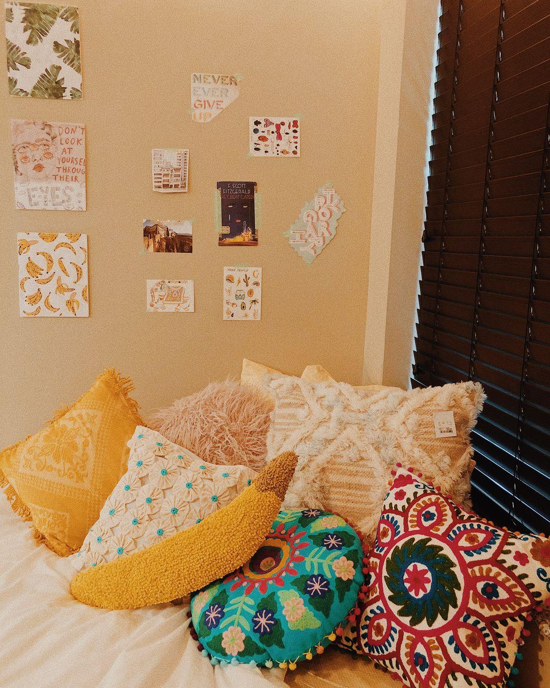 Pinterest Hannahpure Dorm Room Wall Decor Dorm Room Decor Dorm Room Walls