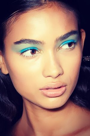 aqua blue eyeshadow  eye trends turquoise eye makeup