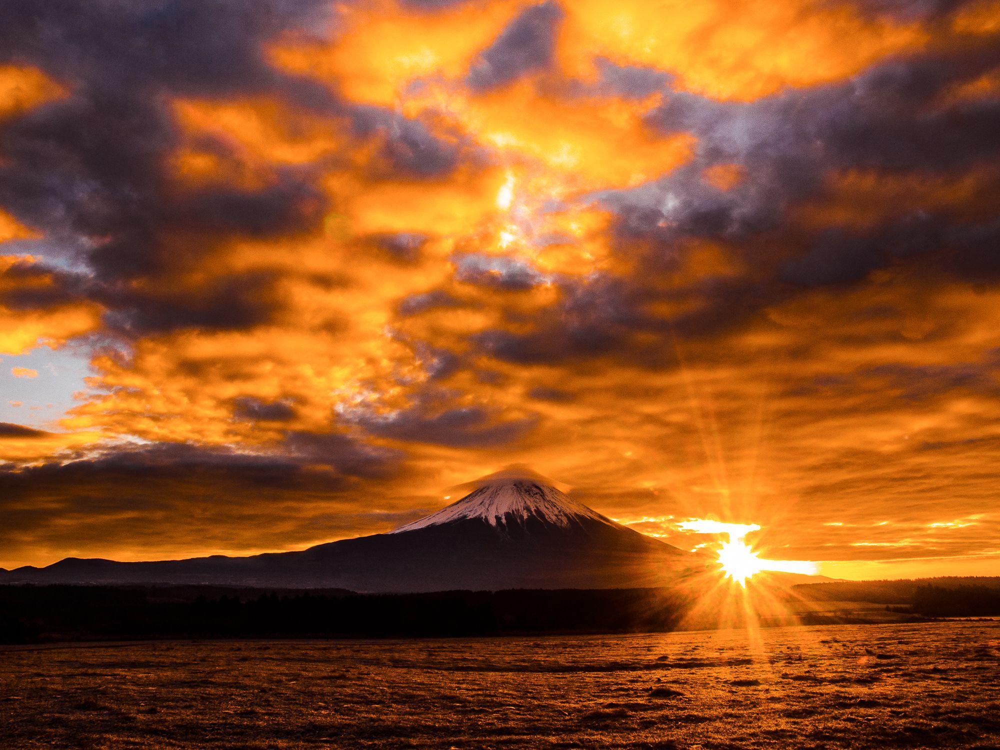 Photo by : Hamano Toru . Follow us for amazing posts! #PASHADELIC #FUJIdelic . . #mtfuji #fujiyama #fujisan #富士山 #富士 #山 . #igers #ig_japan #japan #japan_of_insta #japanphoto #landscape #landscapephotography #mountain #mountains #mountainphotography #nature #naturephotography #photography #photooftheday