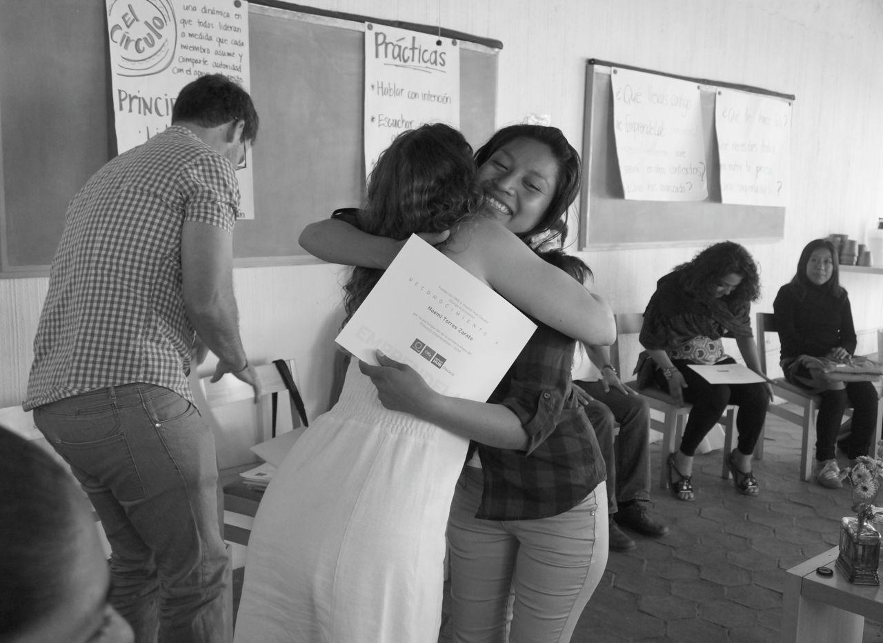Entrega de reconocimientos a los participantes. #EmprendeLab