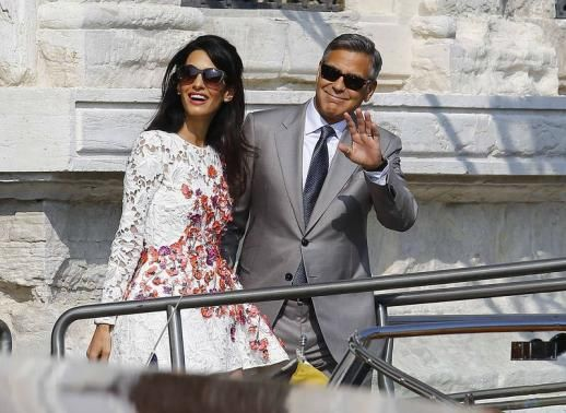 U.S. actor George Clooney and his wife Amal Alamuddin leave the seven-star hotel Aman Canal Grande Venice in Venice September 28, 2014. REUTERS-Stefano Rellandini