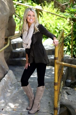 All black with neutral accessories. Cute fall outfit! Love the boots