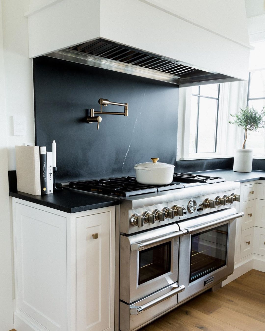 - Round Dutch Oven (With Images) Kitchen Inspiration Design