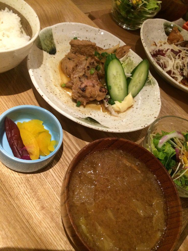 日替わりランチ(定食)漬け込み豚ヒレ肉のハニーポークジンジャー