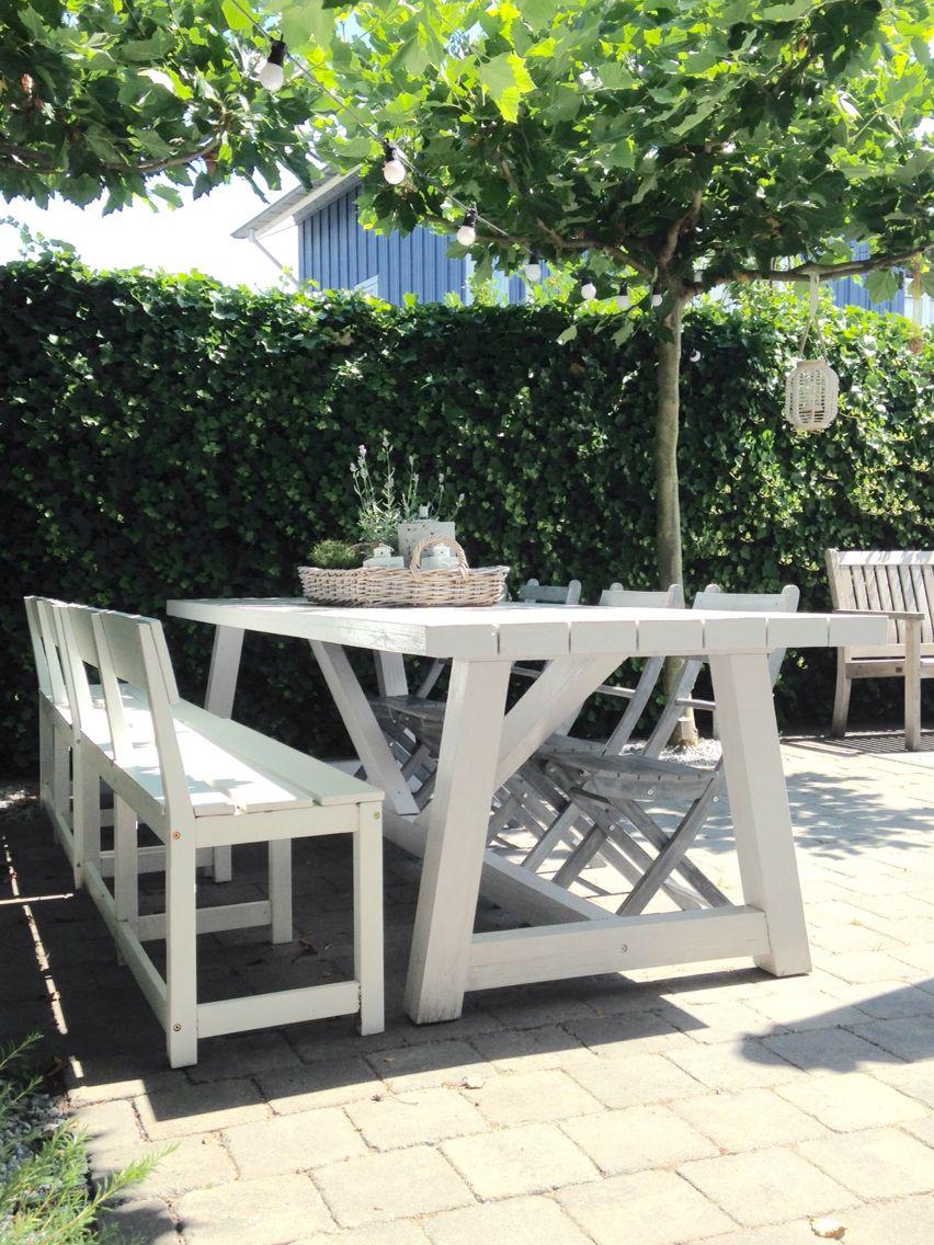Heerlijke grote witte tuintafel van 3 mtr! Genoeg plek voor familie ...