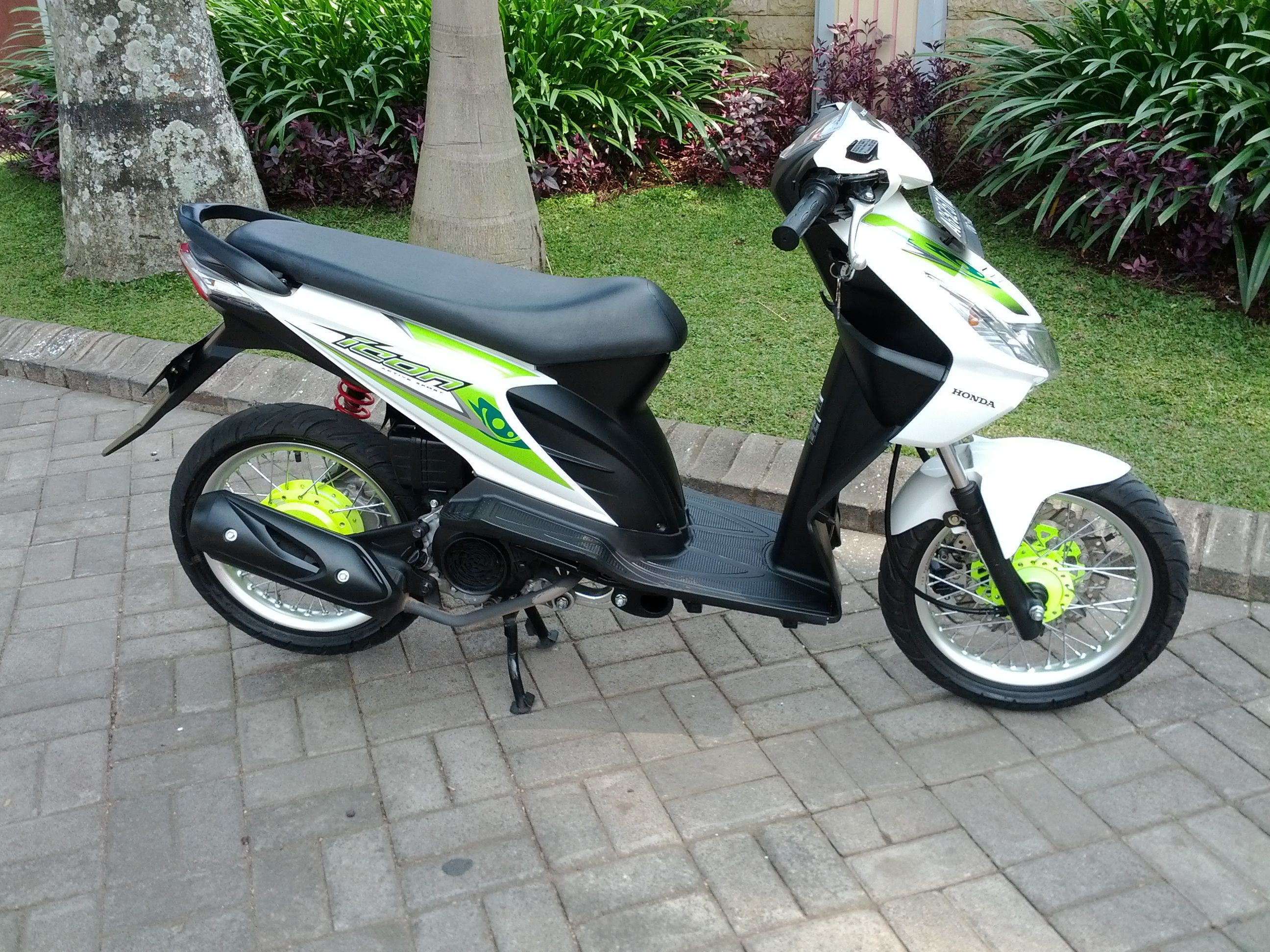 Motor Beat Modifikasi Honda Icon Gaya Thailand Look Clear Hijau