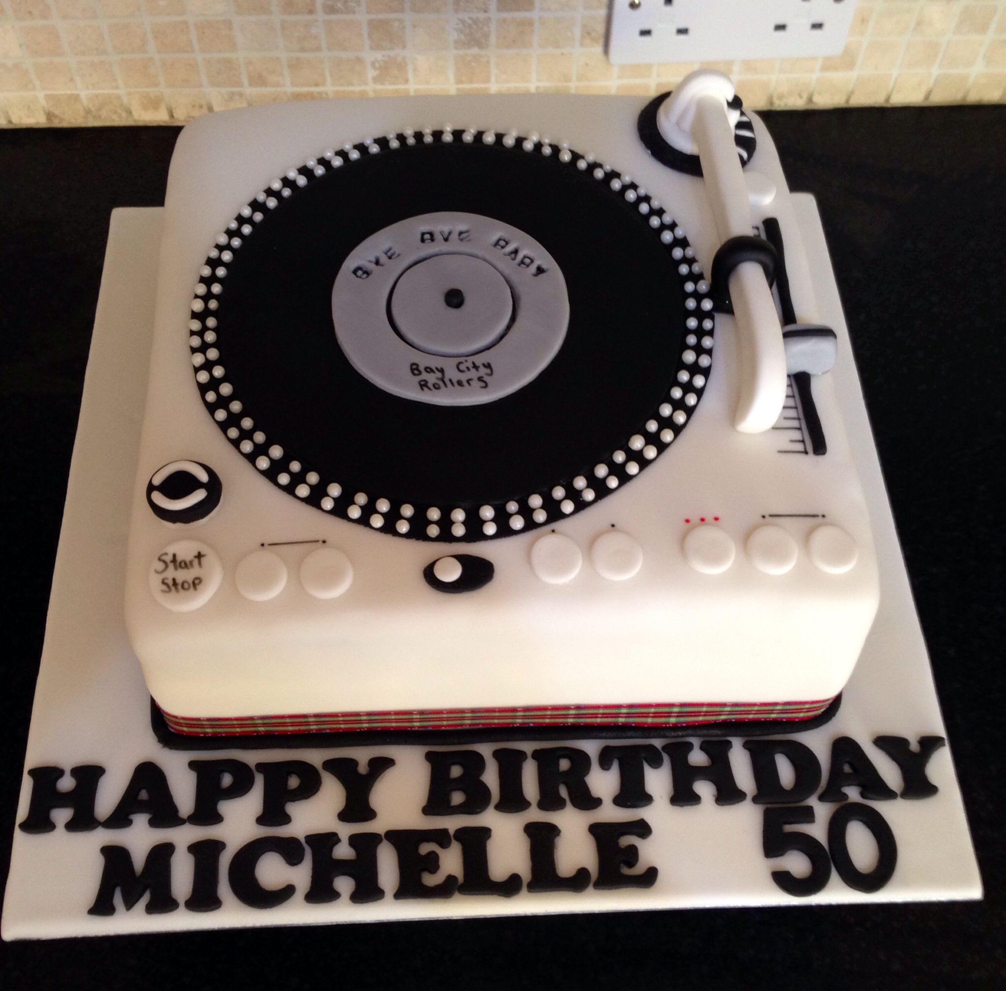 Cool Record Player Cake Dj Cake Pinterest Cake Music Cakes Birthday Cards Printable Benkemecafe Filternl