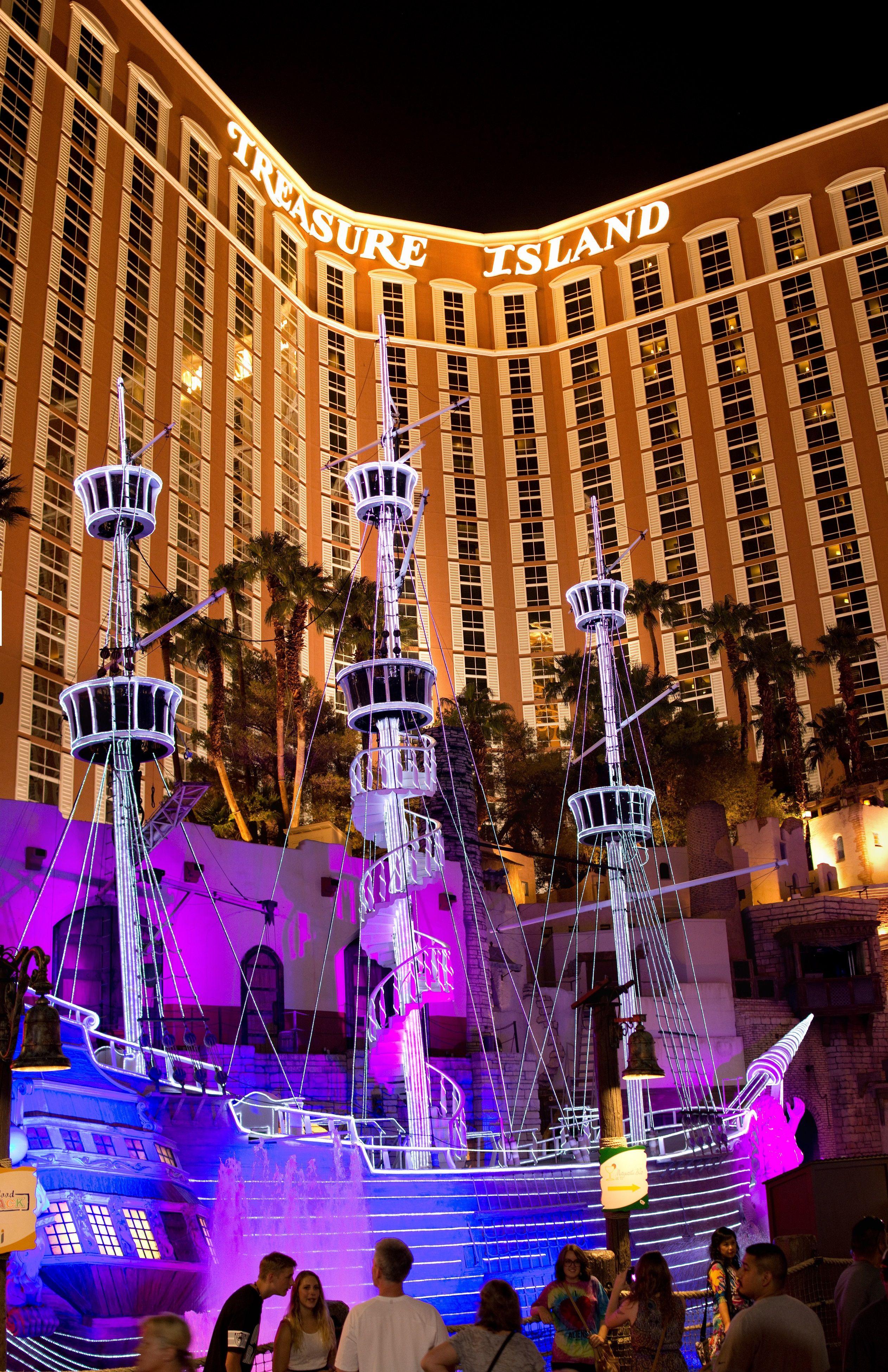 Treasure Island Las Vegas Treasure Island Las Vegas Las Vegas Trip Las Vegas Vacation