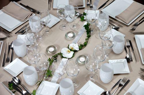Chemin de table lierre phalaenopsis centre de table mariage fleurs - Chemin de table en fleurs naturelles ...