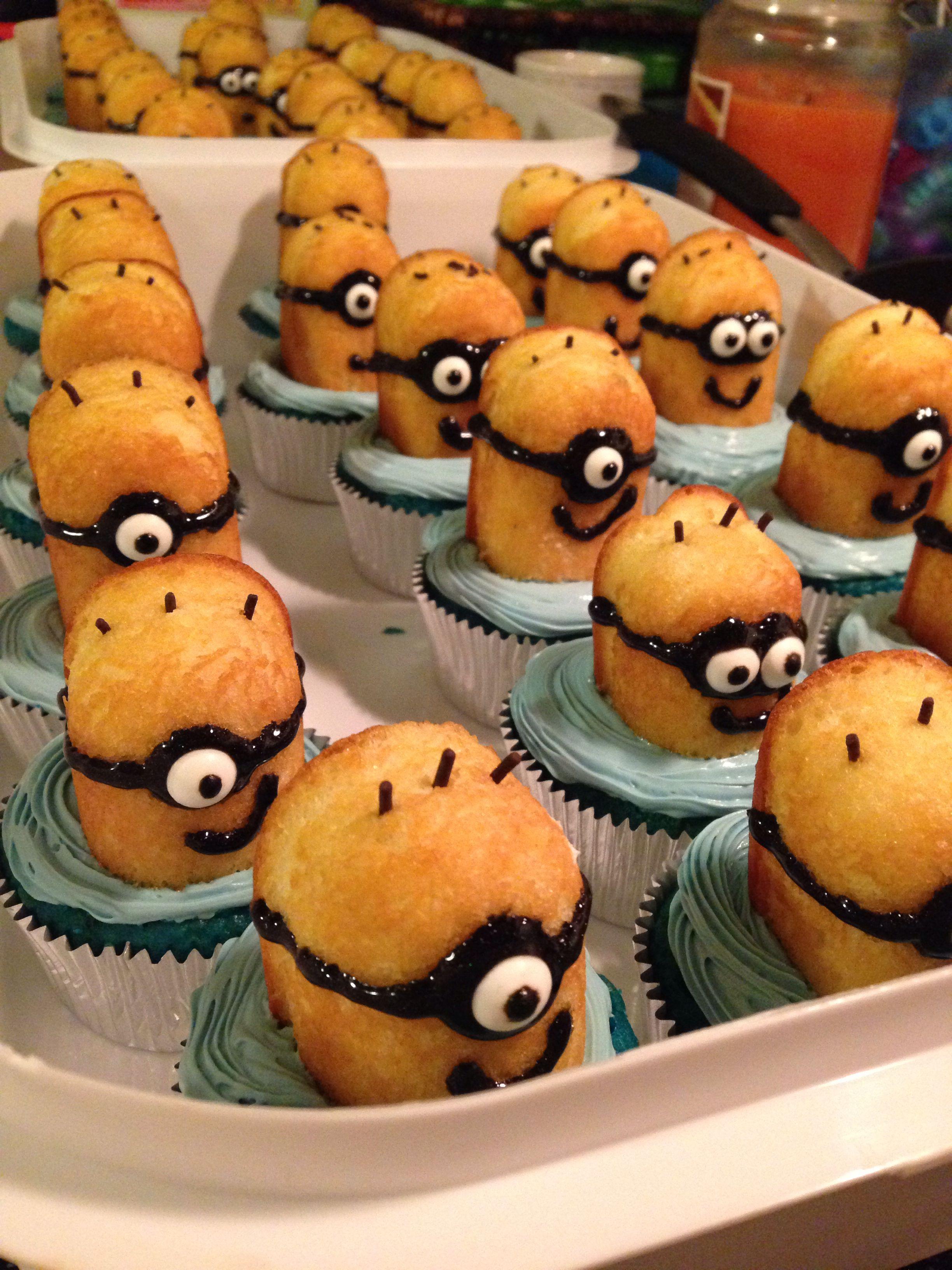 Brayden's minion cupcakes