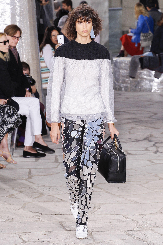 93c632cdd2 Loewe Spring 2016 Ready-to-Wear Fashion Show - Mica Arganaraz - PFW Spring  2016 - Bxy Frey